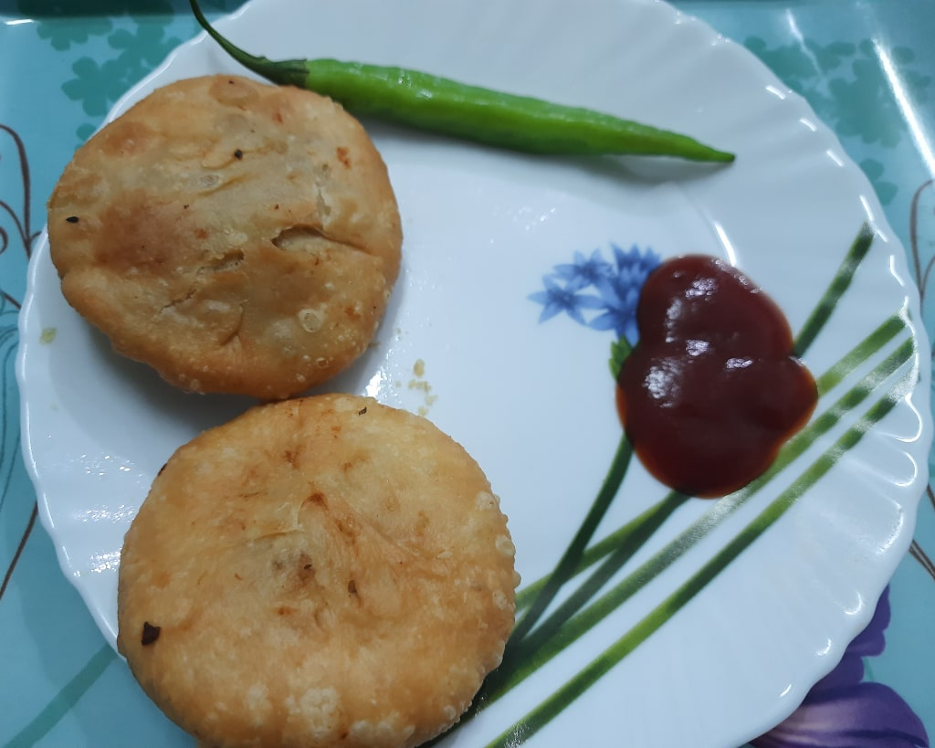 Aloo kachori serving plate